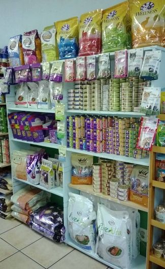 Huge selection of healthy, delicious foods for your feline friends!